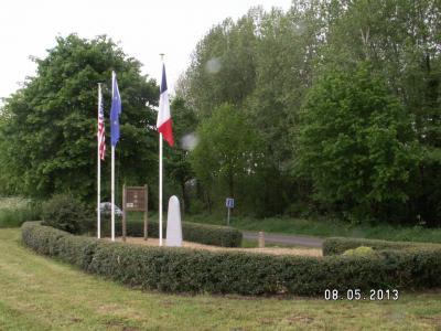 Memorial B17 42-5053 - St Colomban